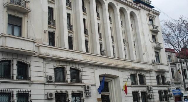 Avem două cazuri. Cazul Georgescu, fost președinte ANI, în care acuzația este participarea în comisia ANRP care a aprobat niște despăgubiri pentru imobile ce ar fi trebuit retrocedate. DNA susține […]