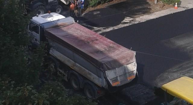 Demarată în forță, campania prin care primarul Grenadă asfaltează cu sârg toate parcările din oraș produce victime colaterale și se extinde și pe spațiul verde. Din respect pentru ideea de […]