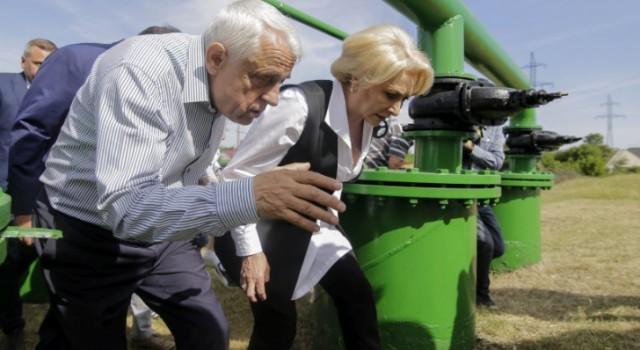 Fermierii, care așteptau la sfârșitul lunii iunie subvenția pentru cultura de tomate destinate industrializării, au avut o nouă surpriză. La începutul anului, ministrul agriculturii Petre Daia a tăiat cu de […]