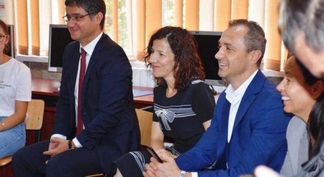 Marți au fost implementate și la Slobozia două proiecte de informatizare a învățământului în valoare de 97,1 milioane de euro. La evenimentul de implementare a participat Roxana Mînzatu, ministrul Fondurilor […]